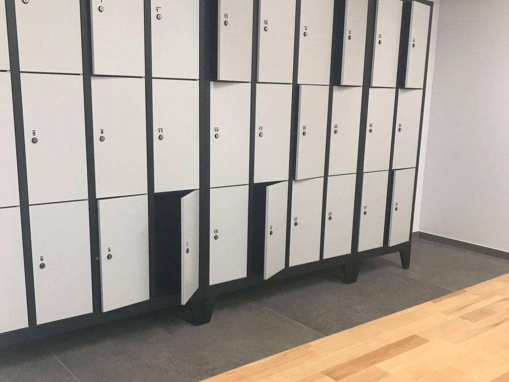 Stekos Studio München - Umkleide Schränke