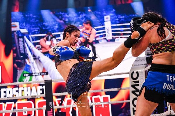 Stekos Kampfsportstudio München - Fight Kickboxen Rundkick Marie Lang